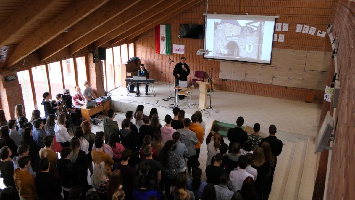 magyar-diakok-egy-szentfoldi-iskolaert