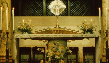 az-oltariszentseg-tiszteleterol