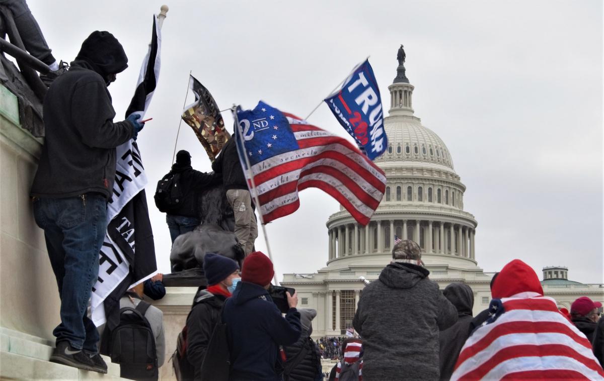 a-demokracia-eselyei-gondolatok-a-capitolium-ostroma-kapcsan